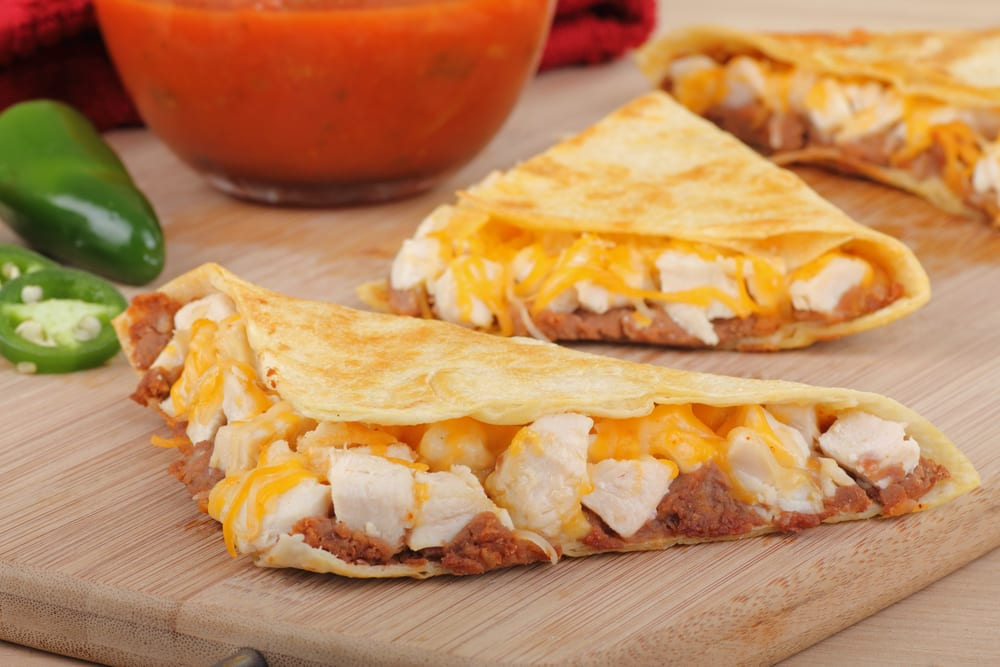 Quesadillas de pollo con queso y aguacate