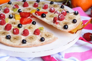 Pizza de fruta de temporada con queso Philadelphia