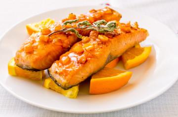 Salmón con salsa de naranja