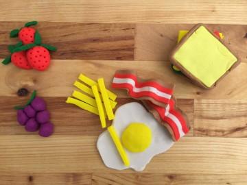 DIY con Play Doh, aprendiendo a cocinar con plastilina. Hoy desayuno