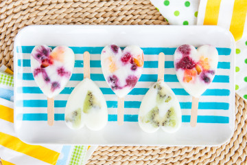 Helado de yogurt y frutas