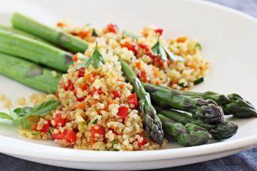 Ensalada templada de quinoa con espárragos