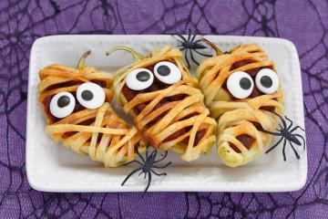Pimientos rellenos de carne y hojaldre para Halloween