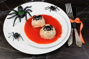 Albóndigas terroríficas en salsa de tomate