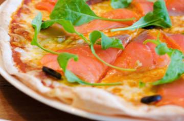Pizza de salmón y espinacas