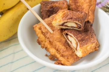 Torrijas rellenas de crema de chocolate y plátano