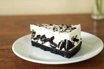 Tarta fácil de chocolate y Oreo sin horno
