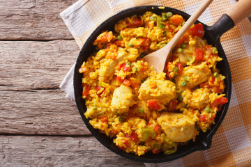 Arroz con pollo y azafrán