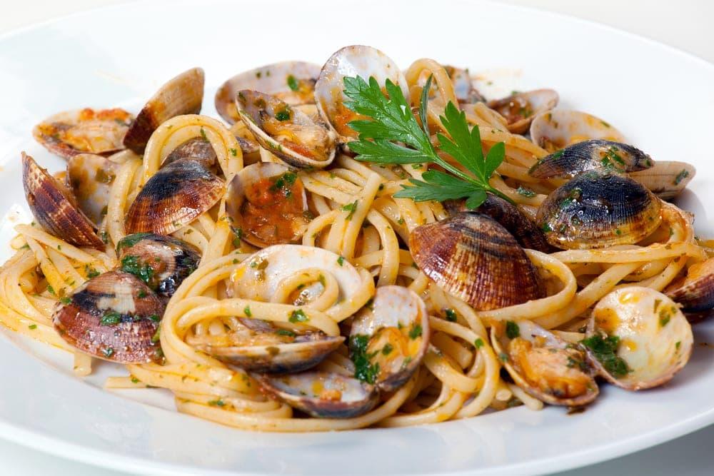 Espaguetis con almejas recet n - Espaguetis con almejas ...