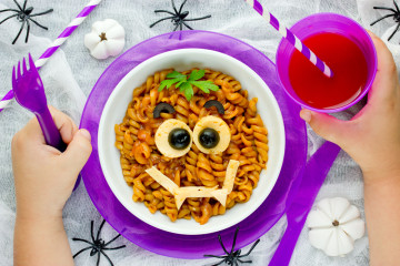 Pasta con tomate para Halloween