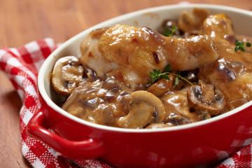 Muslos de pollo con champiñones