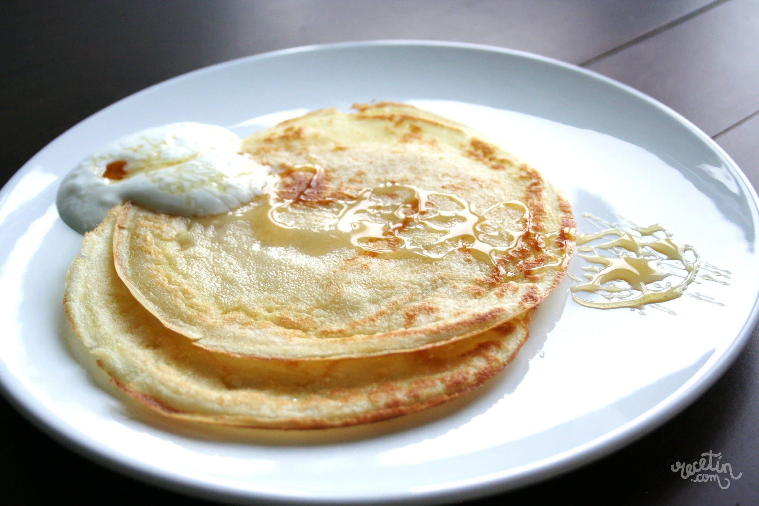 Pancakes muy fáciles y rápidos con yogur y miel