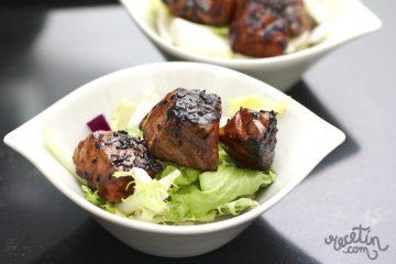 Salmón marinado con salsa teriyaki