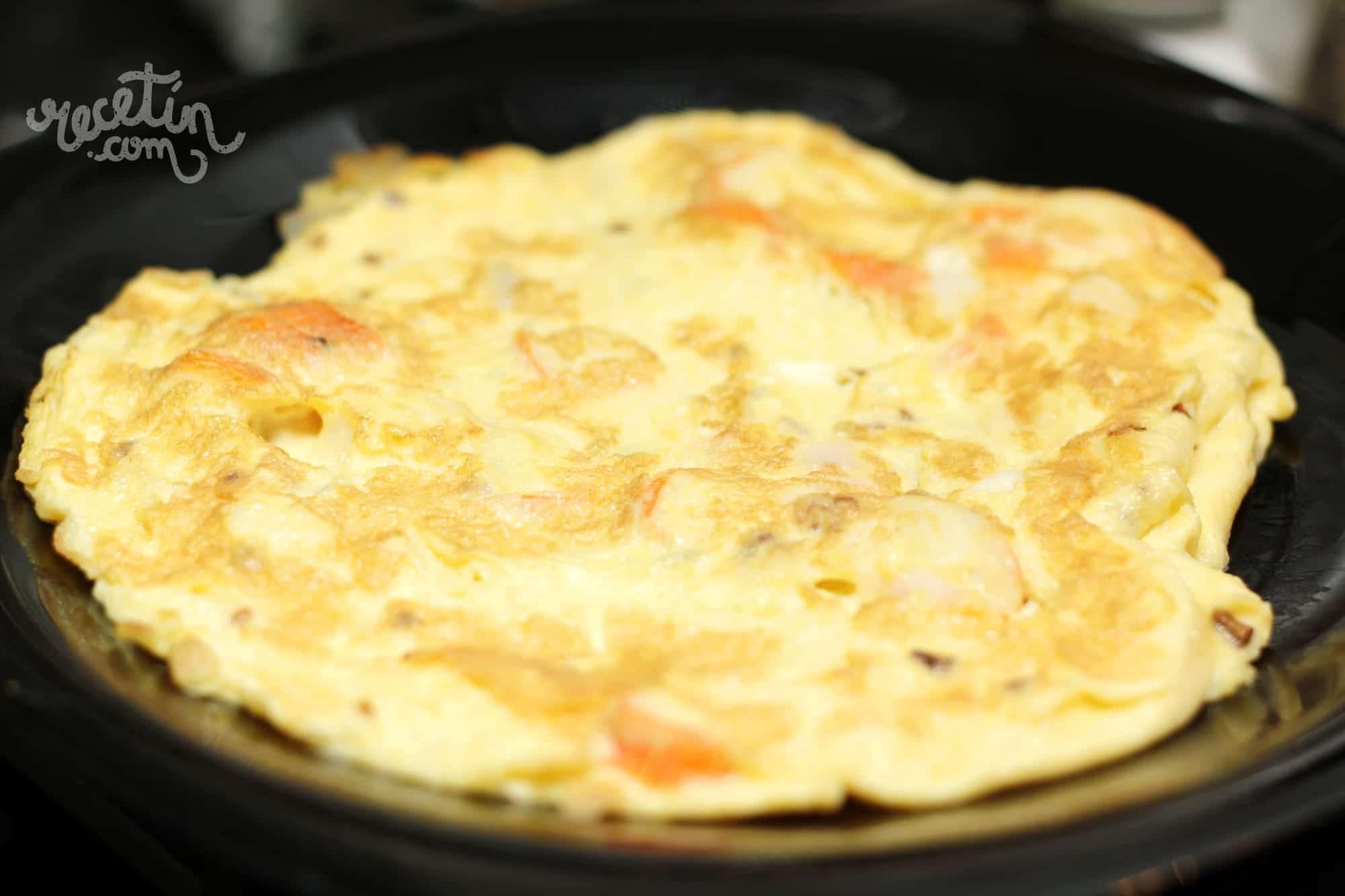 Tortilla de cangrejo al ajillo