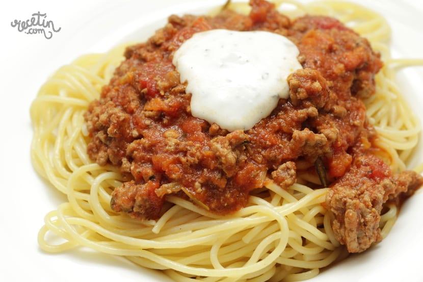 Ex ticos espaguetis con salsa bolo esa y un toque de la for Plato de espaguetis