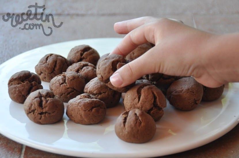 Galletas de chocolate para que las hagan los niños