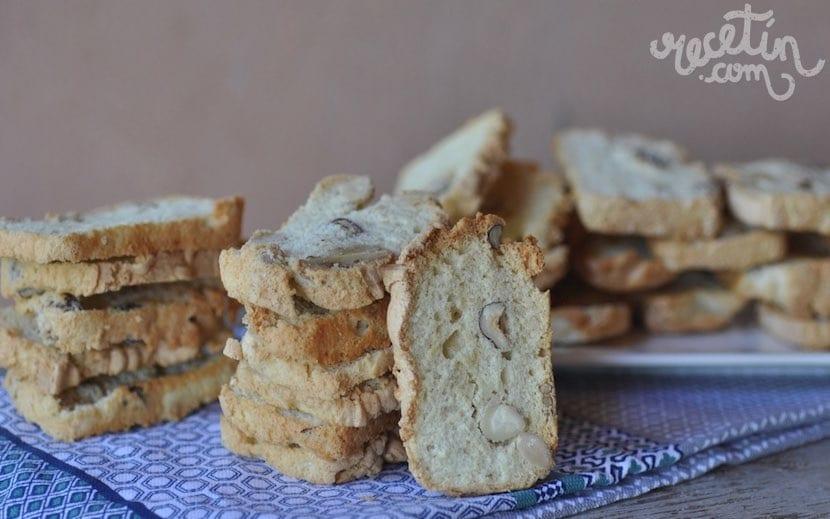 Galletas crujientes de claras y frutos secos - Recetín
