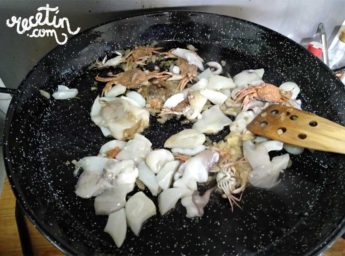 arroz con galeras y sepia