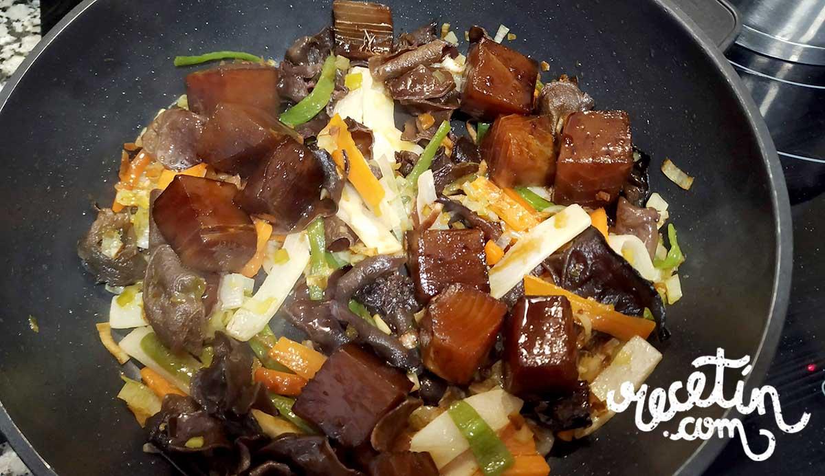 fideos de arroz con atun