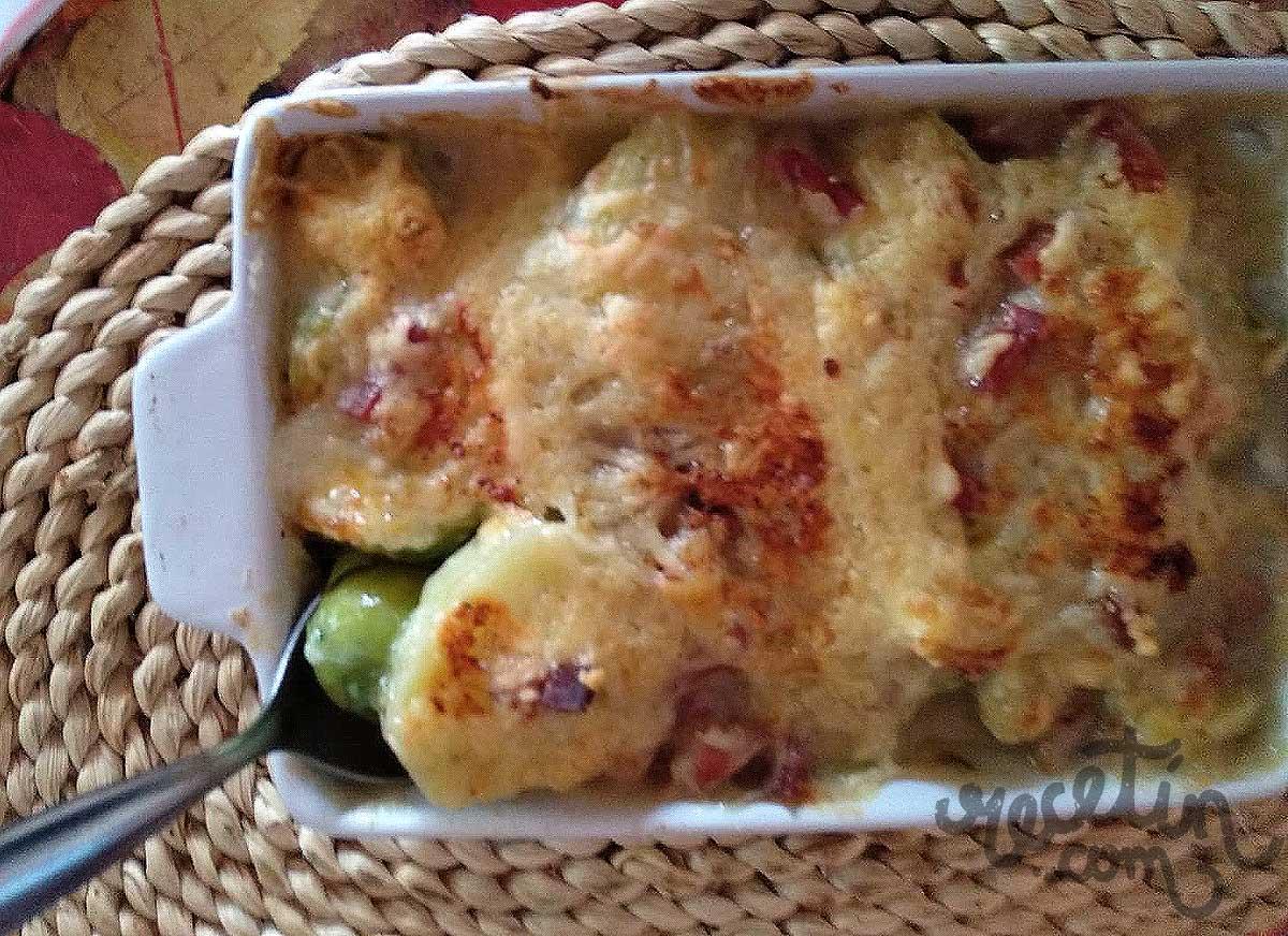 coles de bruselas gratinadas con jamon