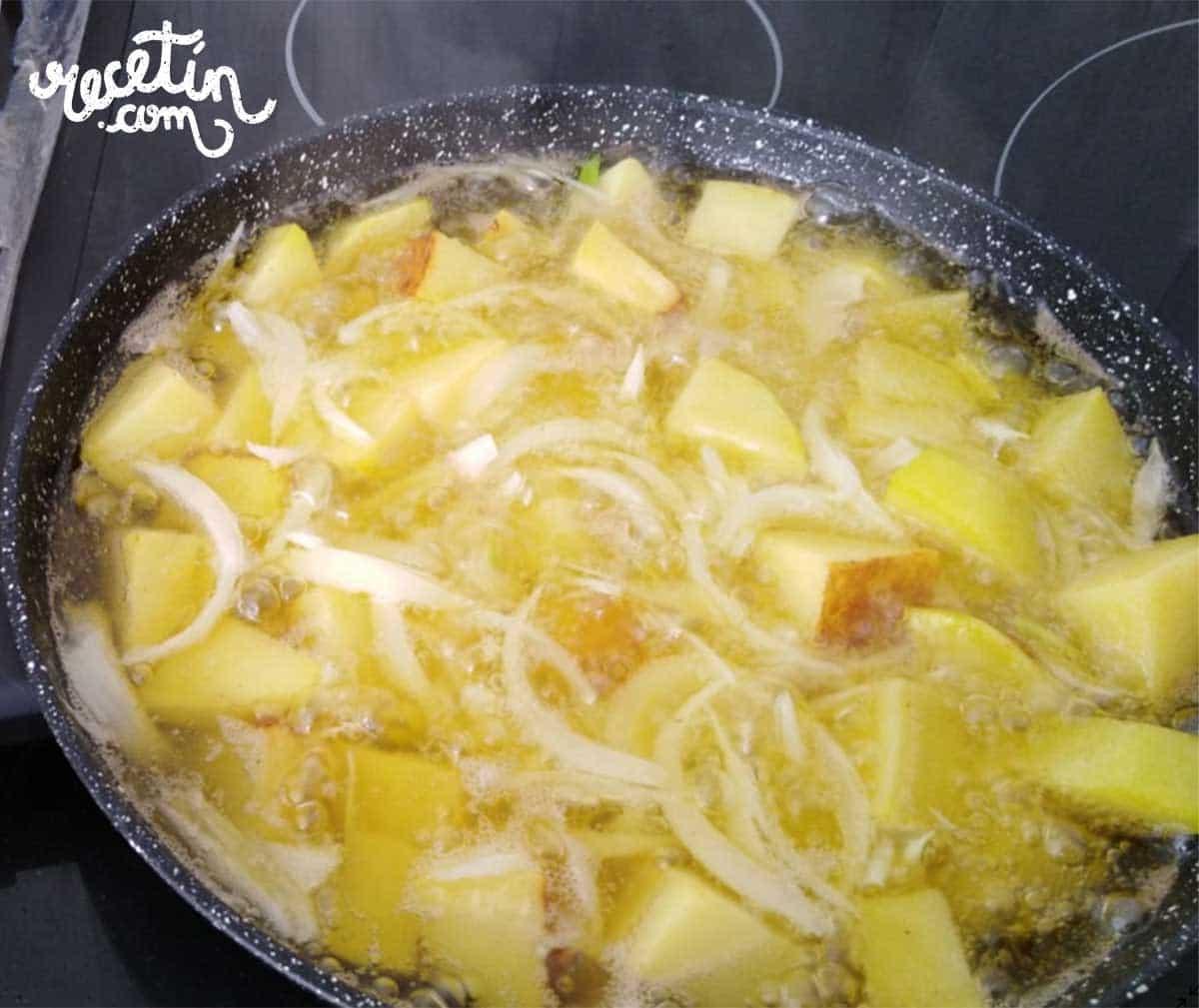 pollo-asado-con-manzanas-y-patatas