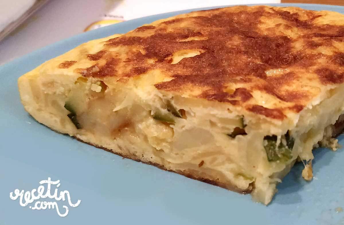 tortilla-de-patata-calabacin-y-cebolla
