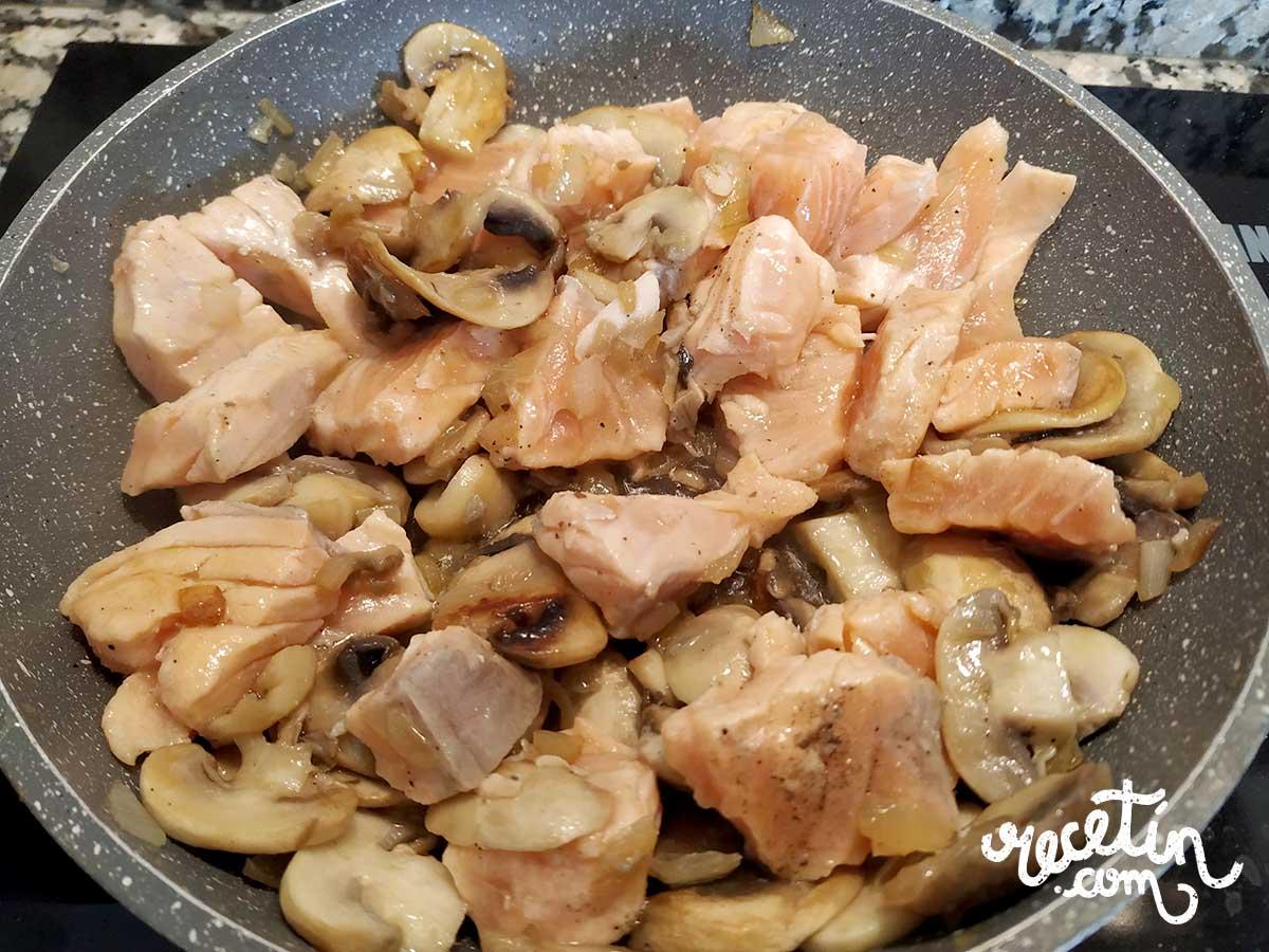 tallarines-con-salmón-y-champiñones