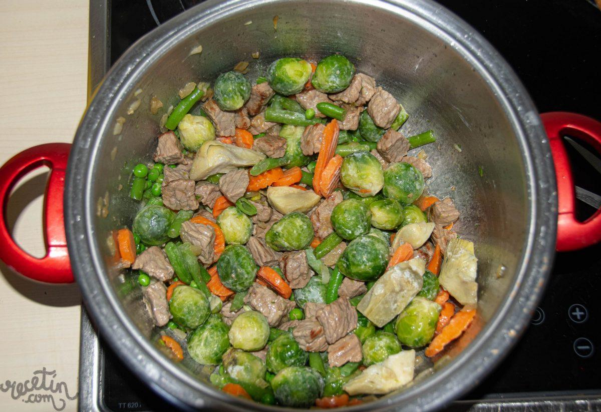 Menestra de verduras con coles de bruselas